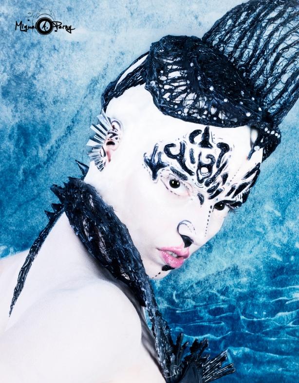 Susana Alien 7 ojo negro