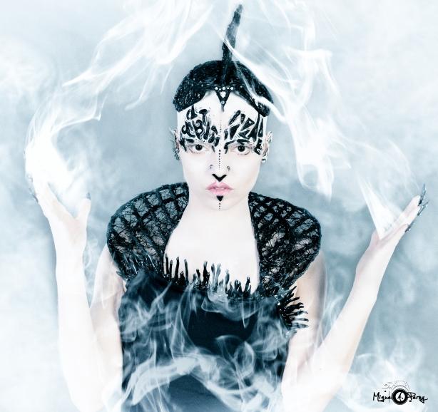 Susana Alien 8 ojo negro